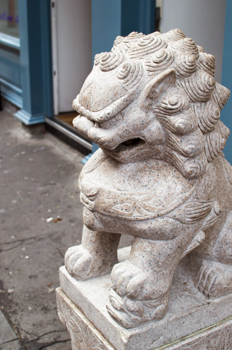 a-london-life-china-town-bloomzy-photo-travel-diary-chinese-dragon-statue