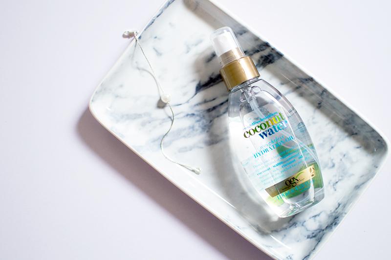 ogx-organix-coconut-water-hydration-oil-hair-spray-bloomzy-2