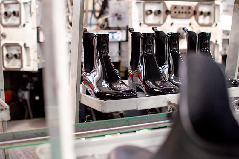 italy-travel-diary-fermo-shoes-1-vialactea-2009