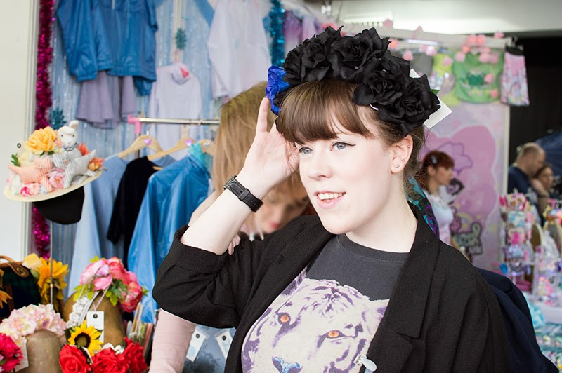 hyper-japan-christmas-market-2014-japanese-fashion-le-chateau-des-gateaux-violet-vanda-eat-me-floral-flower-crown-headpiece