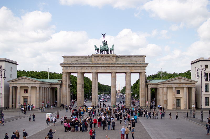 berlin-travel-diary-brandenburg-gate-germany-photo-bloomzy-1