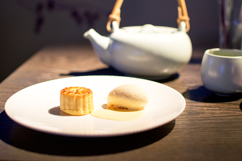 yauatcha-london-soho-afternoon-tea-patisserie-mooncakes-1
